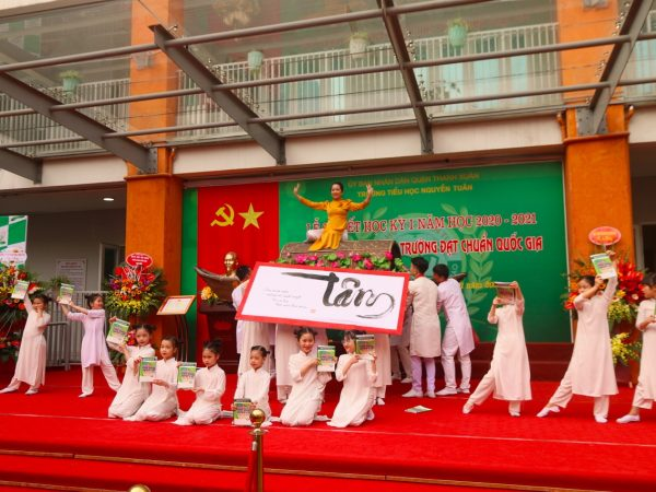 Lễ đón bằng đạt chuẩn quốc gia – Trường tiểu học Nguyễn Tuân